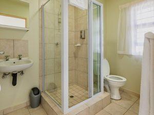 Kathu Inn hotel bathroom